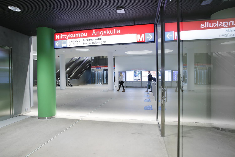 Niittykummun metroaseman lippuhalli