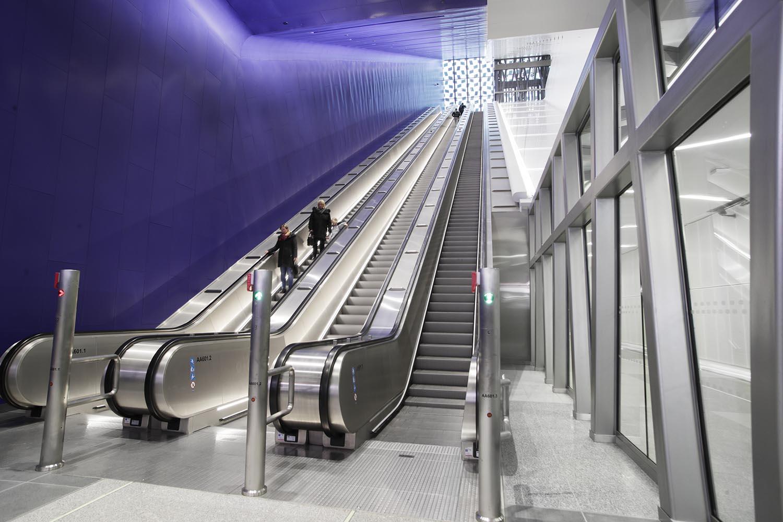 Urheilupuiston metroaseman liukuportaat