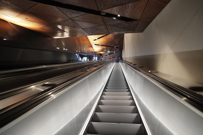 Aalto-yliopiston metroaseman liukuportaat