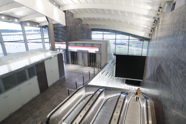 Koivusaaren metroaseman liukuportaat