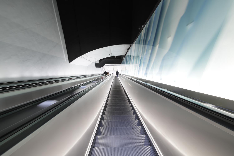 Liukuportaat Lauttasaaren metroasemalla
