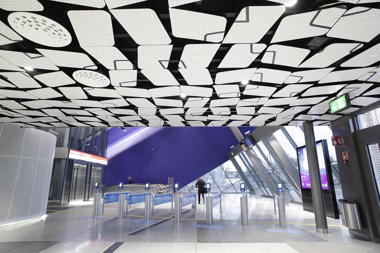 Urheilupuiston metroaseman lippuhalli