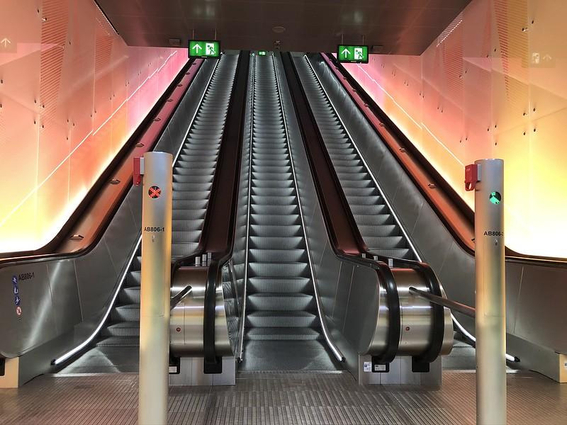 Matinkylän metroaseman läntisen sisäänkäynnin liukuportaat